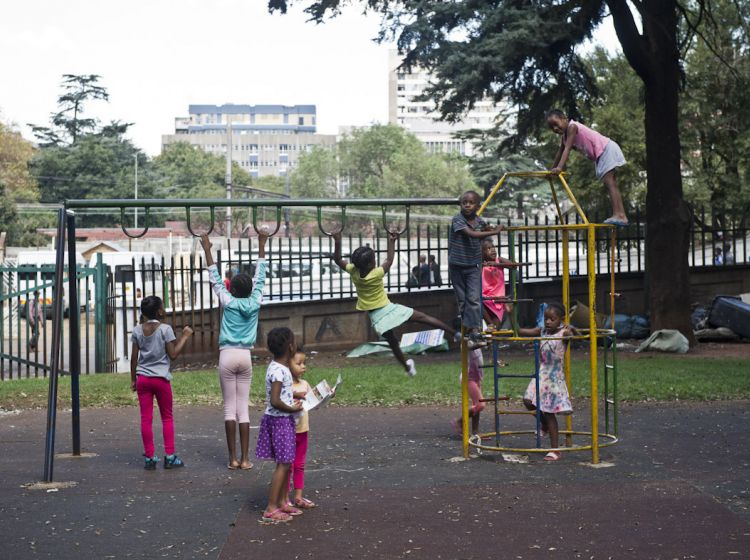 Kids are playing in End Street North Park, Doornfontein: In the park, an integrated, participatory approach for park upgrade and management is being tested. Click here for more information.